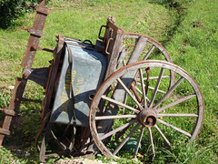 Disused cart - Photo of Semond