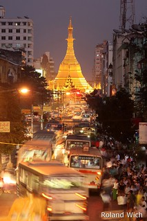 Yangon - Evening hustle and bustle