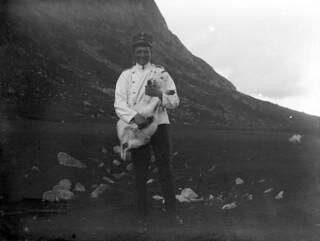 Soldat med geitekilling / Soldier with goat (ca. 1903)