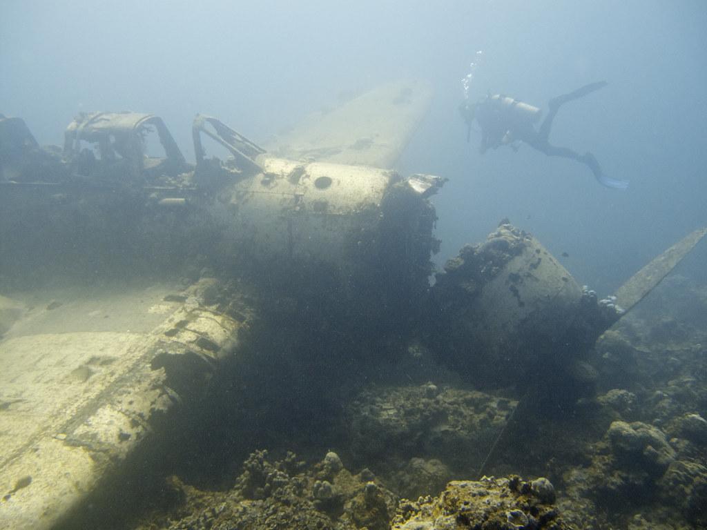 Avión bajo el agua