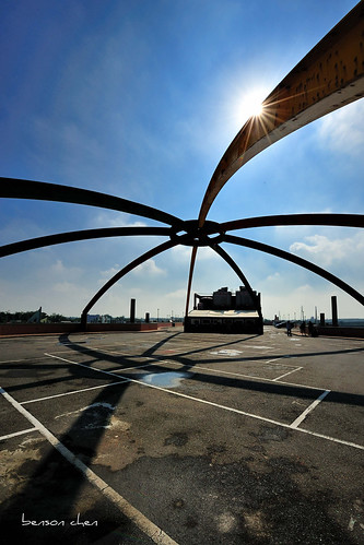 blue shadow sky cloud sun spider taiwan wharf 台灣 永安漁港 dlighting 停車場 碼頭 藍天 taoyuancounty d700 日芒