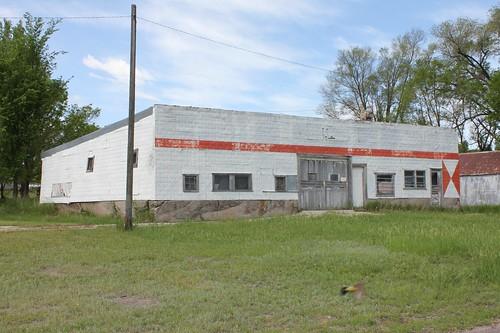 Abandoned Phillips 66 Station - Seneca, NE