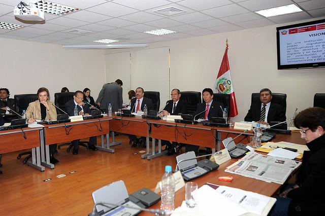 Ministro del interior y director de migraciones en for Foto del ministro del interior