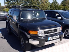 automobile(1.0), automotive exterior(1.0), toyota(1.0), sport utility vehicle(1.0), vehicle(1.0), toyota fj cruiser(1.0), compact sport utility vehicle(1.0), bumper(1.0), toyota land cruiser(1.0), land vehicle(1.0), luxury vehicle(1.0),