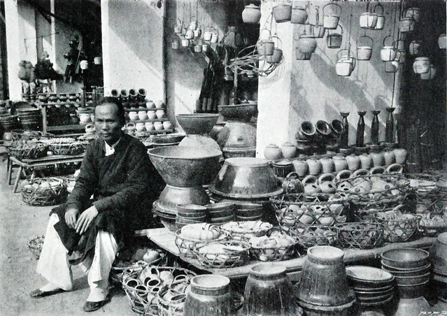 Un marchand de poterie et de faïencerie à Hanoi