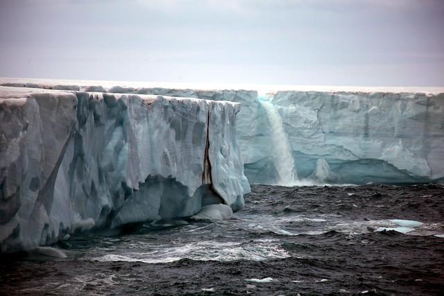 Brasvellbreen - Glacier waterfall