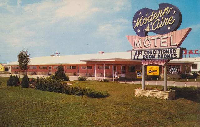 Modern-Aire Motel postcard - Fremont, Nebraska U.S.A.