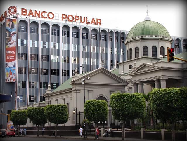 Mundo el mundo a trav s del lente regio page 53 for Oficinas banco popular pamplona