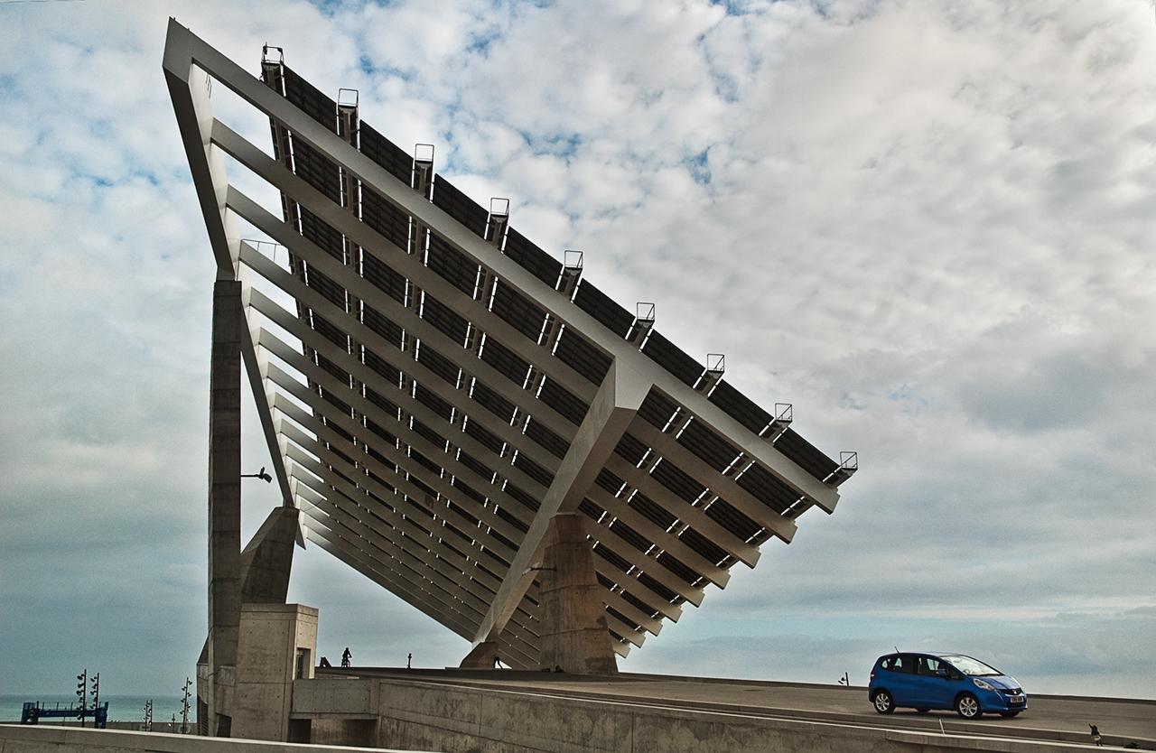 Barcelona photoblog alternative energy hybrid car and barcelona solar panel - Solar barcelona ...