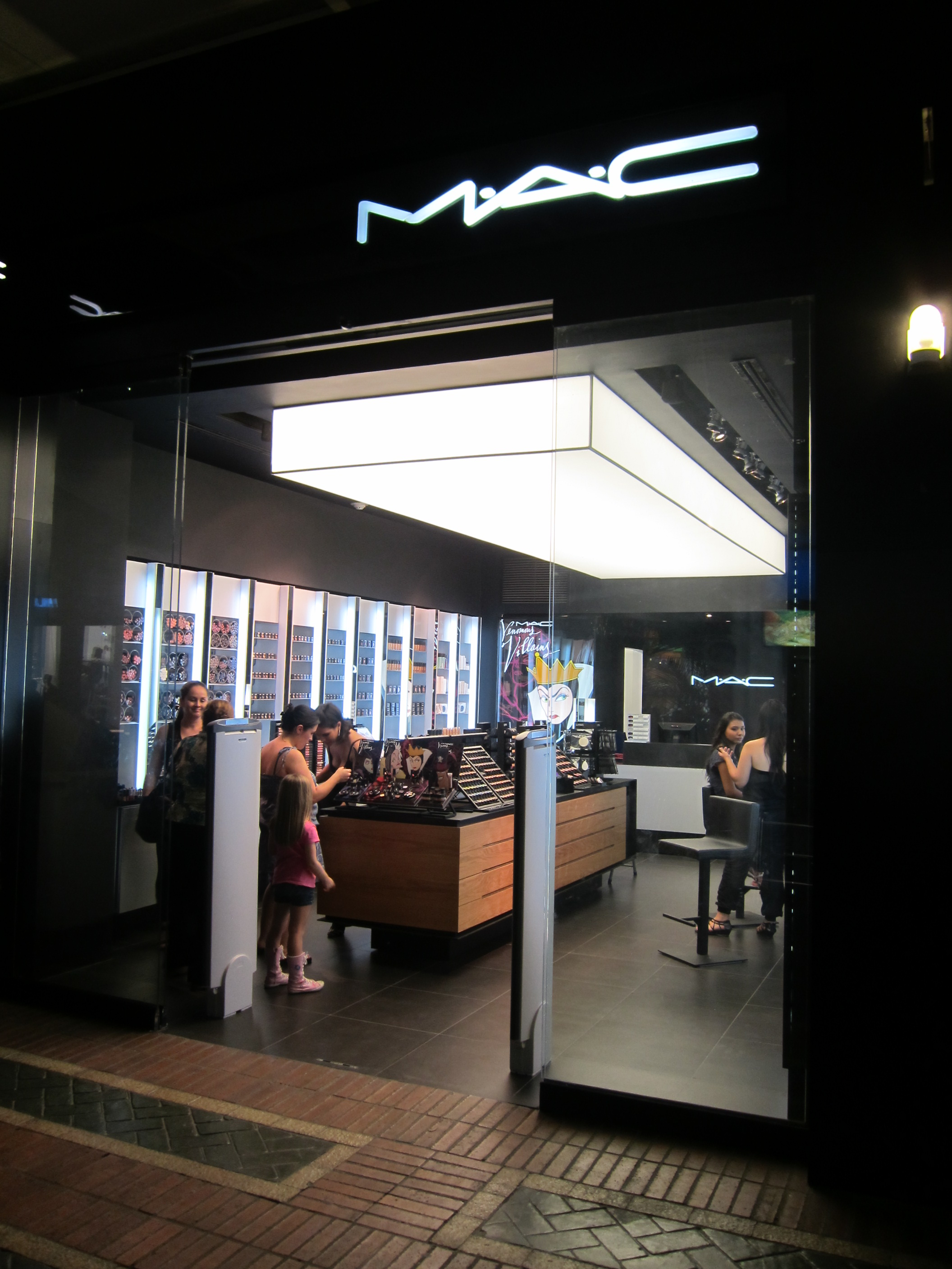 Mac store jardin plaza cali colombia flickr photo sharing for Jardin plaza cali