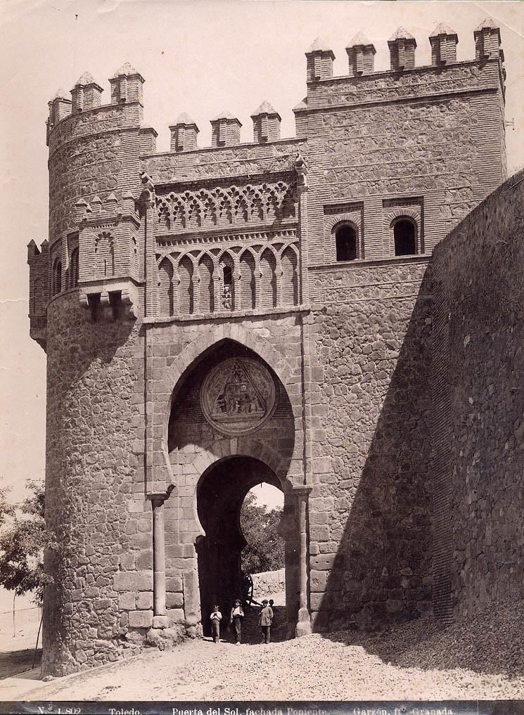 Puerta del Sol hacia 1897 por Rafael Garzón