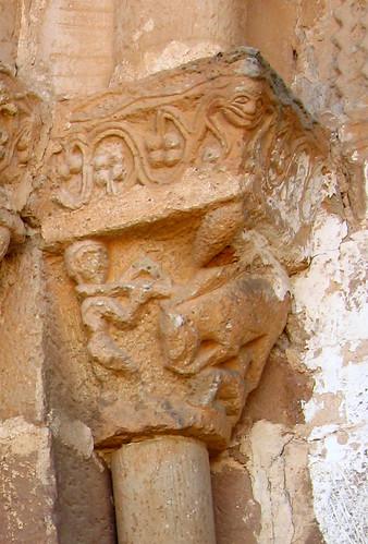 Alpanseque (Soria). Nuestra Señora de la Asunción. Capitel con escena de caza