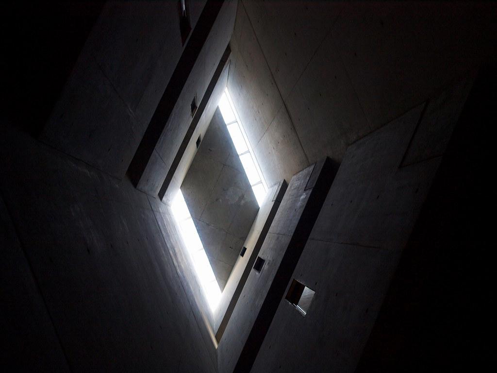 Architecture à Berlin - La tour de l'holocauste, musée juif, par Daniel Libeskind