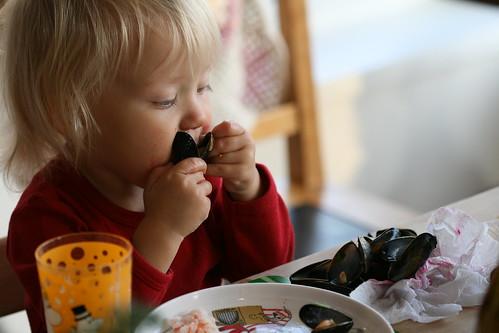 Nora loves mussels / Nora armastab rannakarpe