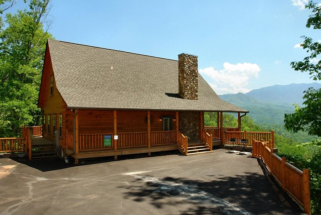 Luxury Cabin Rental In Gatlinburg In This Large