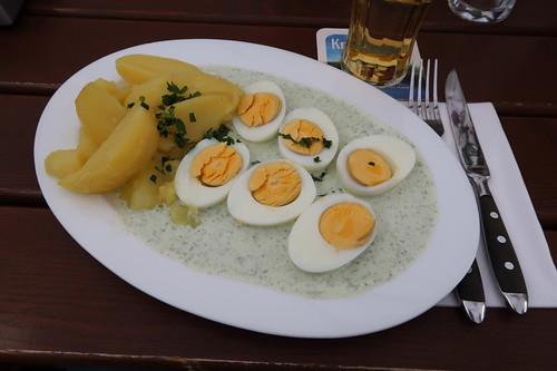 Frankfurter Grüne Soße mit Salzkartoffeln und Ei (im Restaurant Gartenlaube in Marburg)