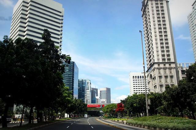 Enjoy Jakarta! @Jl. Sudirman.