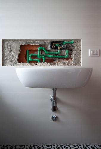 Lavabo con miscelatore a parete