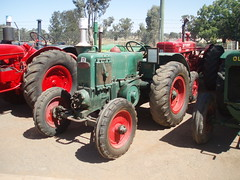 tractor pulling(0.0), wheel(1.0), vehicle(1.0), agricultural machinery(1.0), land vehicle(1.0), tractor(1.0),