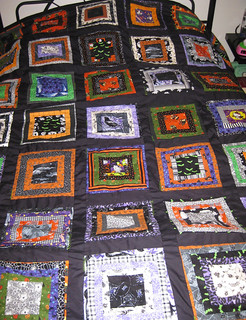 Halloween quilt is DONE!
