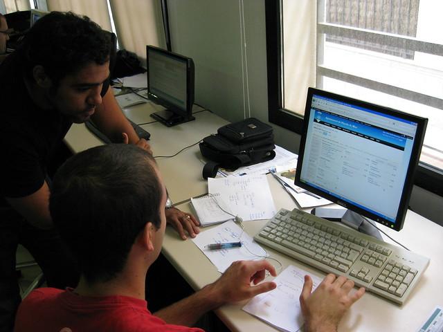 Nova oficina de treball a pineda de mar flickr photo for Oficina de treball
