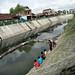 Memancing di sungai yang kotor. : Residents fishing in the dirty river.  Photo by Ardian