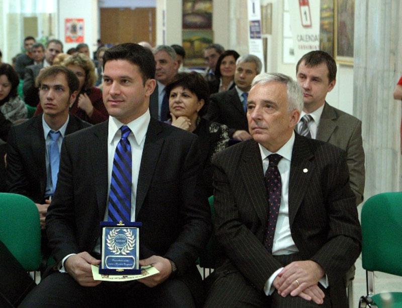 Petru Luhan si Guvernatorul Bancii Nationale Mugur Isarescu