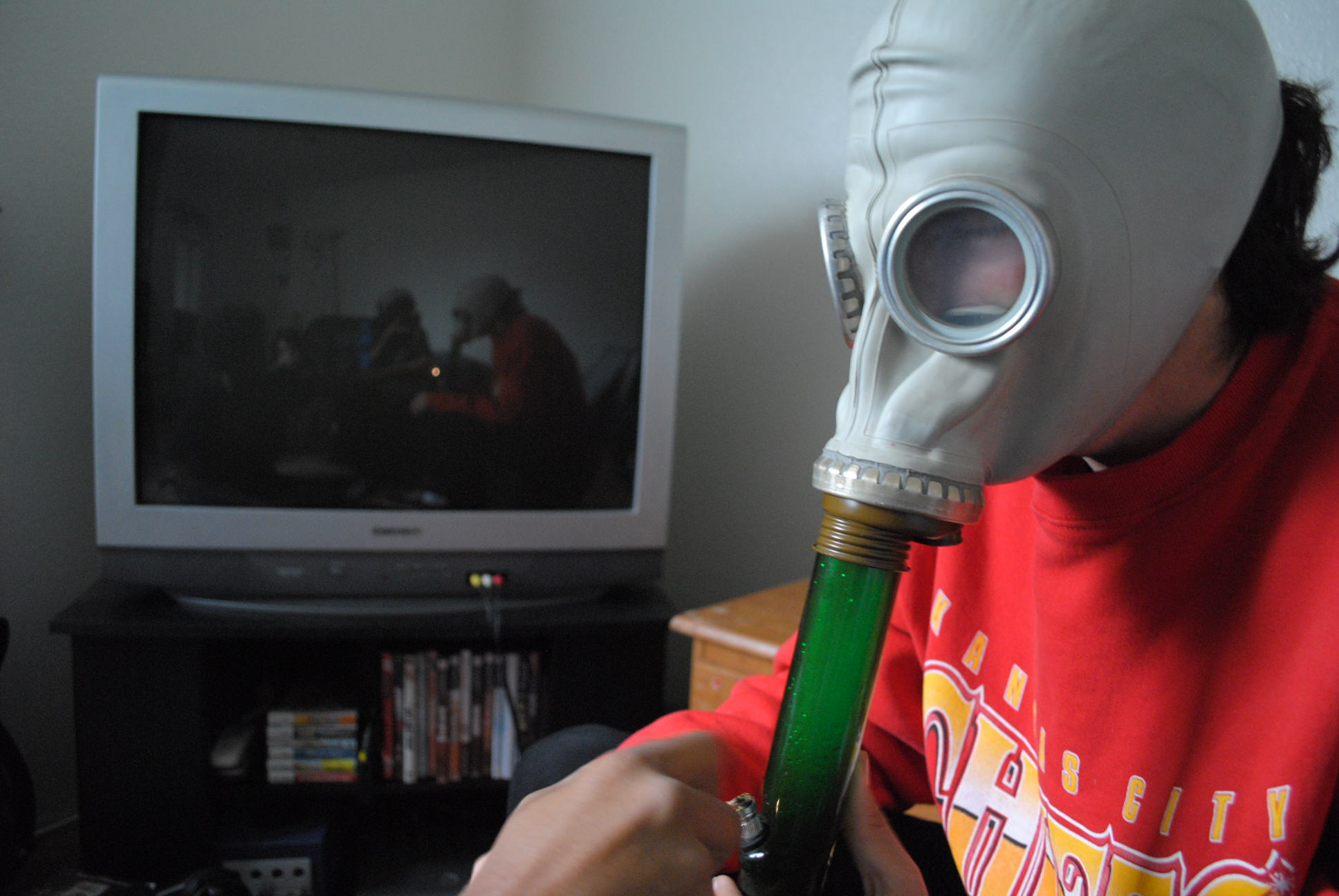 how to make a gas mask bong