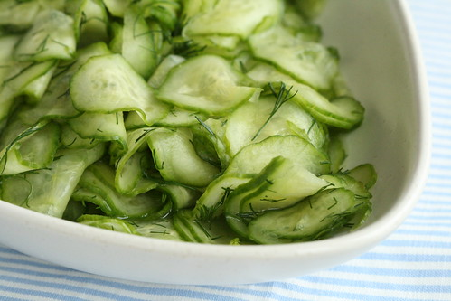 Cucumber salad / Klopitud kurgisalat