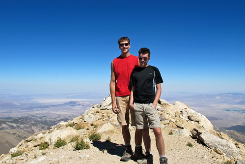 people male canon landscape scenery view nevada whitemountains summit arid sierraclub greatbasin g11 boundarypeak intermountainwest westernunitedstates desertpeakssection highestmountaininnevada highestpointinnevada