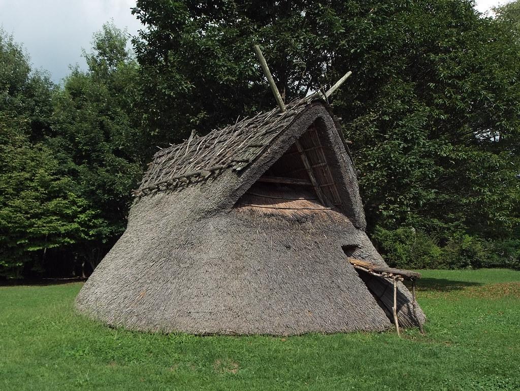 Restoration dwelling in Yosukeone ruins: Sutemi Horiguchi, Chino, Nagano, 1949 (2000 BC)
