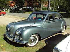 jaguar mark 2(0.0), jaguar mark ix(0.0), mid-size car(0.0), dkw 3=6(0.0), jaguar mark 1(0.0), mitsuoka viewt(0.0), compact car(0.0), sedan(0.0), automobile(1.0), vehicle(1.0), bmw 501(1.0), antique car(1.0), classic car(1.0), vintage car(1.0), land vehicle(1.0), luxury vehicle(1.0),