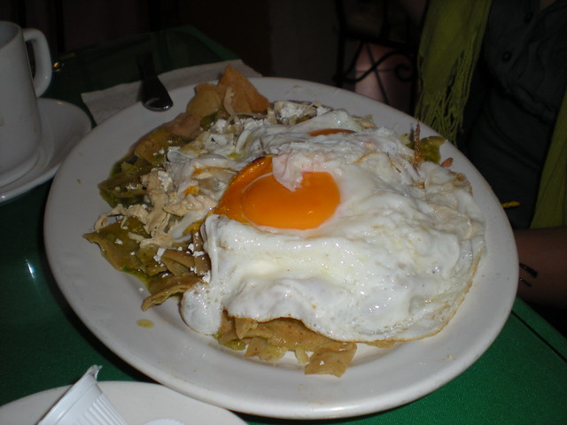 how to make chilaquiles con huevo