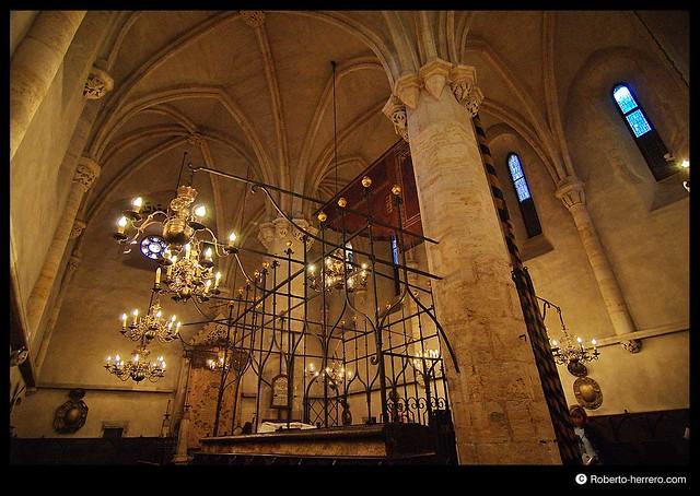 Old new synagogue interior prague czech republic - Roberto herrero ...