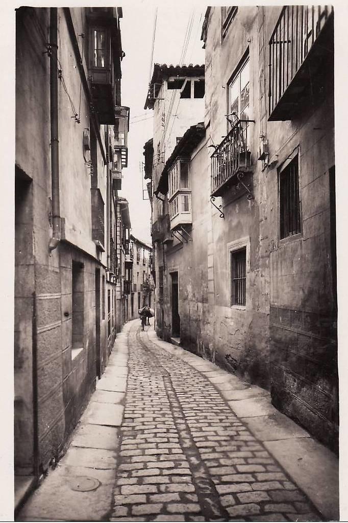 Calle Alfileritos a inicios del siglo XX