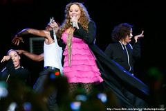 5039616674 44ffac10f6 m Mariah CareyWhy does Mariah Carey have wind blown on her in every performance?