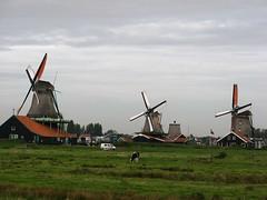 aviation(0.0), polder(0.0), sea(0.0), wind(0.0), machine(1.0), building(1.0), windmill(1.0), vehicle(1.0), mill(1.0), wind farm(1.0), rural area(1.0), wind turbine(1.0),