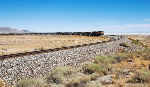 railroad train landscape track desert nevada 1600 unionpacific curve ola wendover lightroom freighttrain graintrain unittrain ut2010sep olasiding rstaot