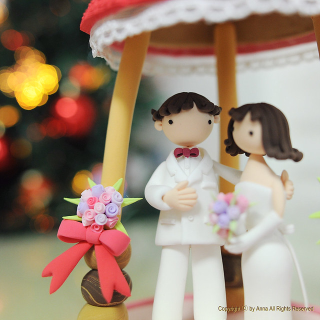 whhite and red theme wedding cake topper
