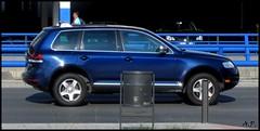 automobile(1.0), automotive exterior(1.0), sport utility vehicle(1.0), wheel(1.0), volkswagen(1.0), vehicle(1.0), compact sport utility vehicle(1.0), volkswagen touareg(1.0), land vehicle(1.0),