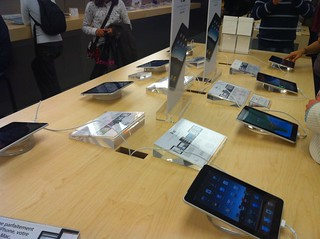 iPads @ Apple Store Velizy 2 | by louisvolant