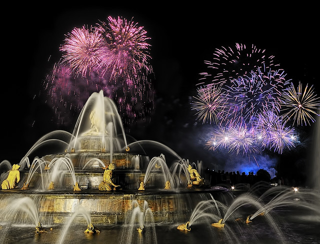 [Explore] Firework during summer show to Versailles' Castle ~ France ~
