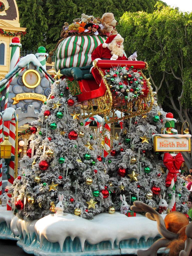 Disney Christmas Parade.Disney Christmas Parade Img 0574 On Friday Disneyland Swi