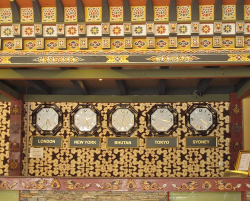 Hotel Migmar clock wall