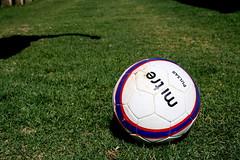 football player(0.0), kick(0.0), baseball field(0.0), player(0.0), stadium(0.0), ball(1.0), grass(1.0), football(1.0), ball(1.0), football(1.0),