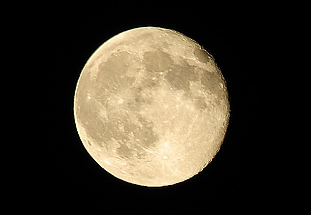 Full Moon - Creative Commons by gnuckx