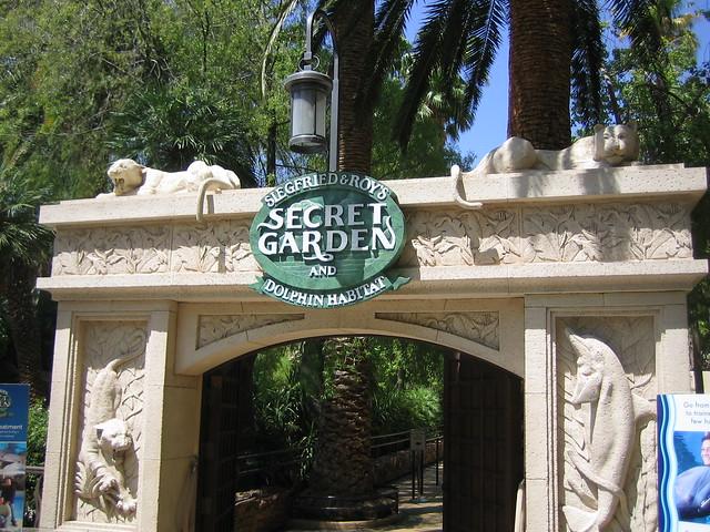 140-073010-Vegas Vacation Mirage Secret Garden