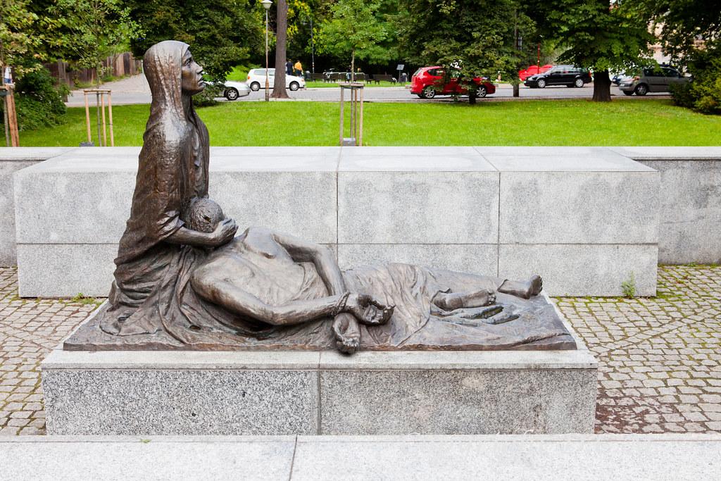 Monumento a las víctimas de Katyń