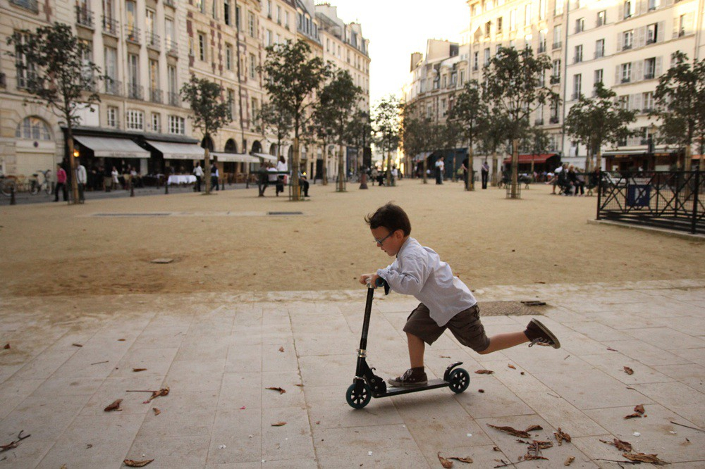 Enfant, Place Dauphine.