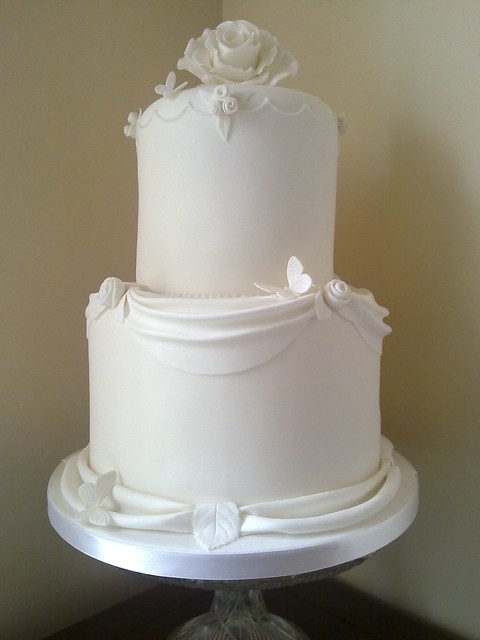 pictures of white wedding cakes white wedding cake flickr photo 18487